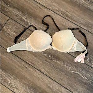 NWT Victoria Secret Ivory Lace Dream Angels Bra
